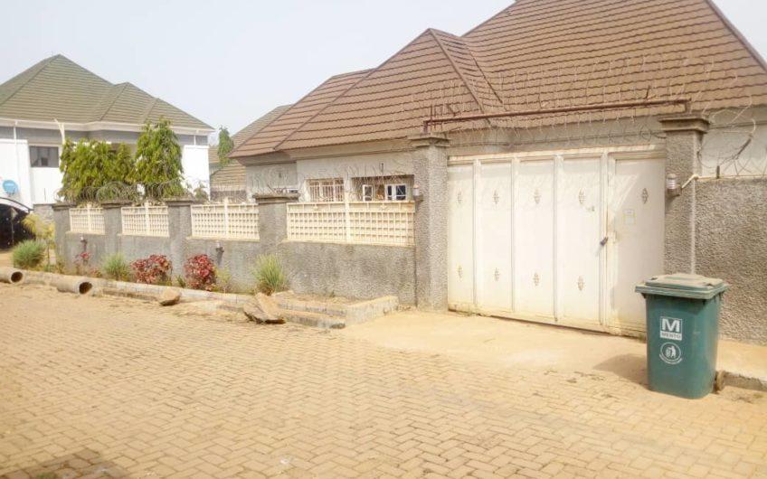 3bedroom bungalow selling below market value.